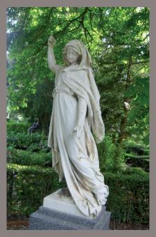 Trauerkarte - Statue am Eingang des Coburger Friedhofs